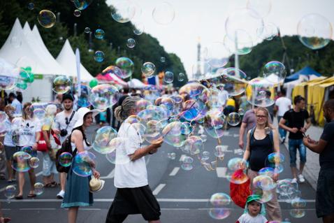 Seifeblasenkünstler auf dem Umweltfestival